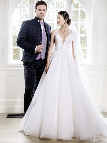 Brautkleid mit tiefem Ausschnitt